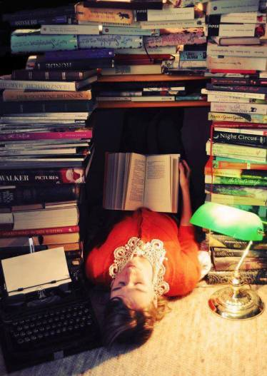 الفتاة التي تقرأ