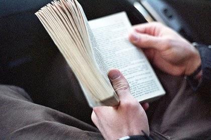 لماذا يجب أن تتزوجي رجلا يقرأ؟